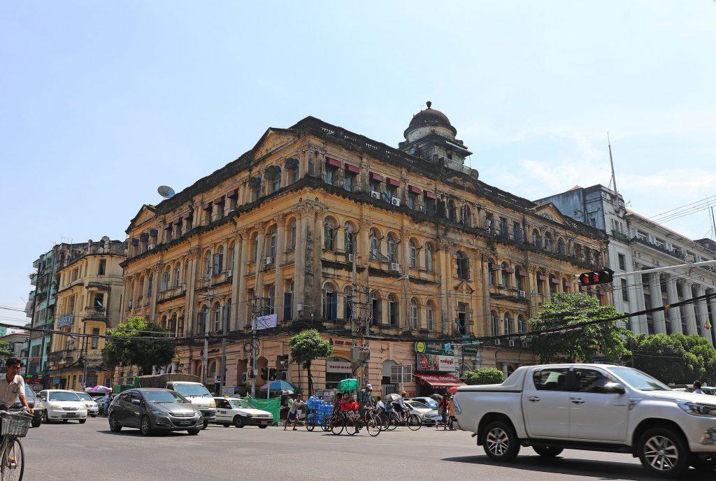 ローカナッギャラリー        ミャンマー美術を牽引してきた伝説の画廊は今も健在